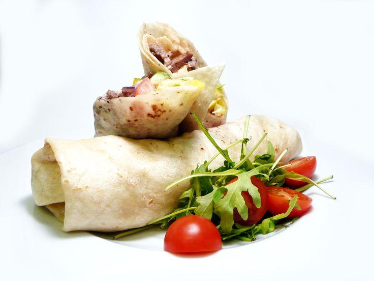 Tortilla s kuřecím masem, čerstvou zeleninou a pikantní majonézou 2 ks 169,- http://www.ukastanu.cz/jarov #ukastanujarov