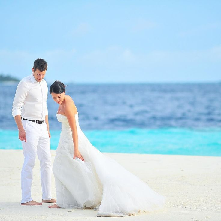 Romantic love stories being told by Professionals working in the Maldives  Photo Love story By Asad