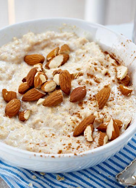 Eine Portion Porridge zum Frühstück hält lange satt und ist gesund!