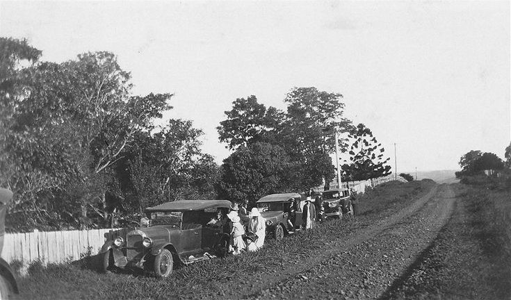 Tourists leaving the cars for a two hour walk to Minyon Falls 1920s (ABC Local…