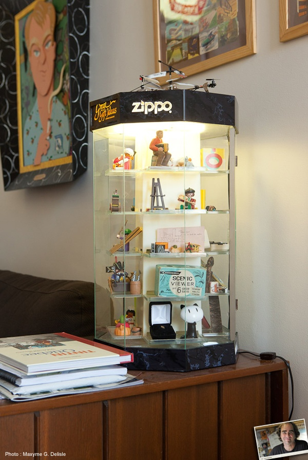 MICHEL RABAGLIATI | Un présentoir à briquets Zippo : Je l'ai trouvé dans les ordures, j'y mets tous les petits objets qui traînent dans mon bureau. | Photo: Maxyme G. Delisle