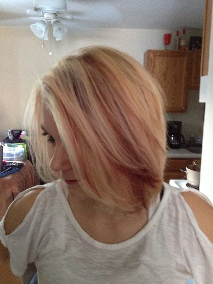 My creations!! Bleach blonde and blood red! Bam!!! Thanks Liz for lettin. Me go crazy!