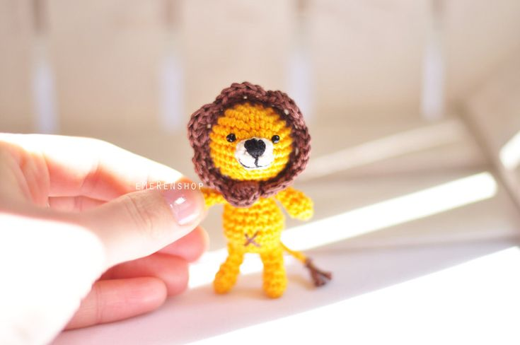 Crochet keychain - Lion Amigurumi Keyring - Little Lion Keychain - Lion keychain - Amigurumi Lion by EMERENstore on Etsy