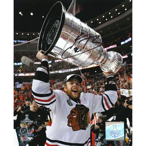 "Kris Versteeg Chicago Blackhawks Fanatics Authentic Autographed 8"" x 10"" 2010 Stanley Cup Champions Holding Trophy Photograph - $39.99"