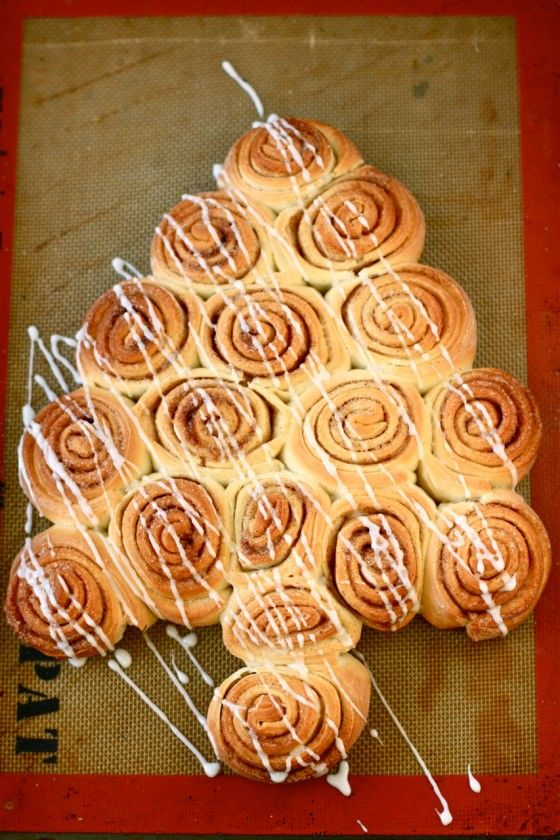 Christmas Tree Cinnamon Rolls   Here is a great post with a recipe and a Tutorial to - make very delicious looking cinnamon rolls, and a festive idea to lay them out in the shape of a Christmas tree. Perfect for Christmas morning!