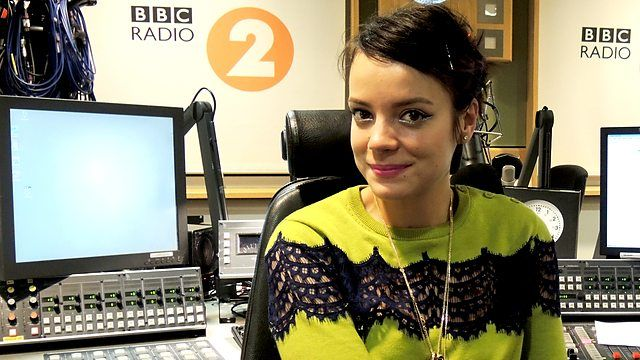 Lily Allen sits in for Dermot O'Leary and is joined by best selling author Caitlin Moran, Vogue Editor Alexandra Shulman and Newsnight's Kirsty Wark.