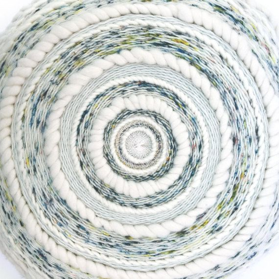 Coussin tissé rond woven cushion Totem by Poppy