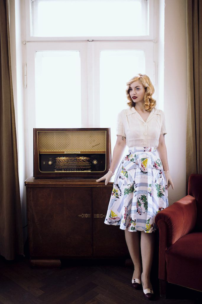 Beautiful 1940s fashion. Model: Vintagemaedchen by Victoria, Photo by Sophia Molek and Clothes by the Seamstress of Bloomsbury. More on http://vintagemaedchen.de/1940s-fashion/.