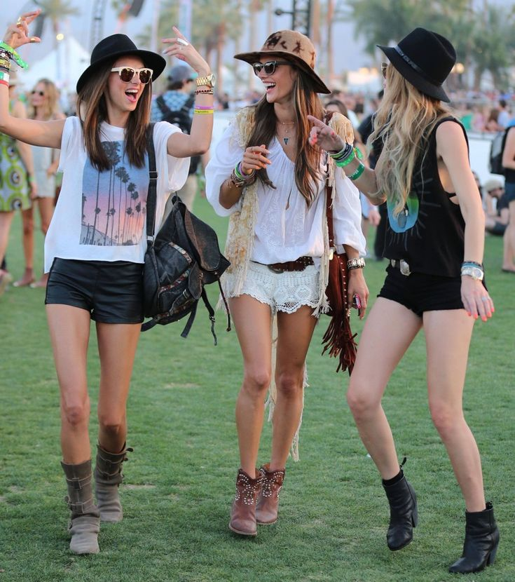 Just can't imagine boho chic festival style without hat. I love everything about boho chic outfit – the headbands,the boots,shorts,jewelry,and my favorite boho item – hat!