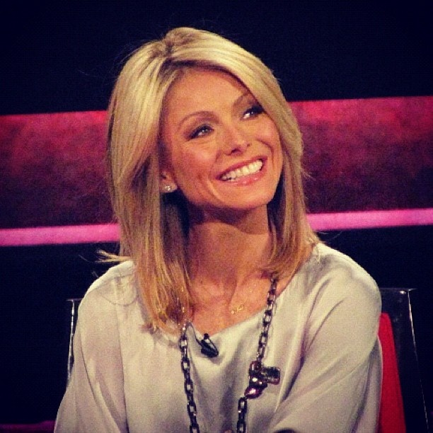 Love Kelly Ripa's hair. I will also make it my personal goal to be this smiley everyday. :)