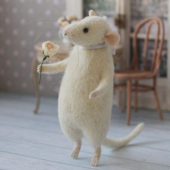 Felted Mouse White Mouse Mouse with flower by MimimishWorkshop