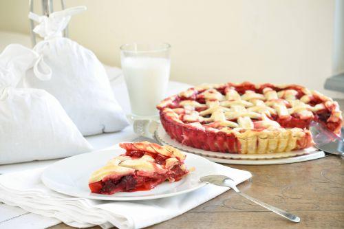 Berries pie #berriesfromthegarden #freshlypicked #homemadepie @Cincsor.Transylvania.Guesthouses