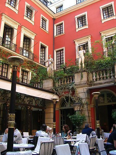 Where to stay?! Daily inspiration: Paris hotel costes courtyard restaurant 239 rue Saint honoré, 75001