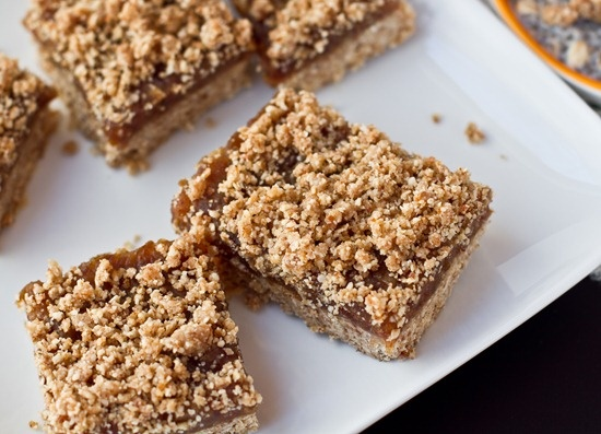 No Bake Vegan Date Squares: these would be perfect for a BBQ or picnic ...