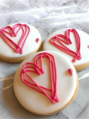 simply beautiful valentine cookies from Epicurean Biscuits, love them.