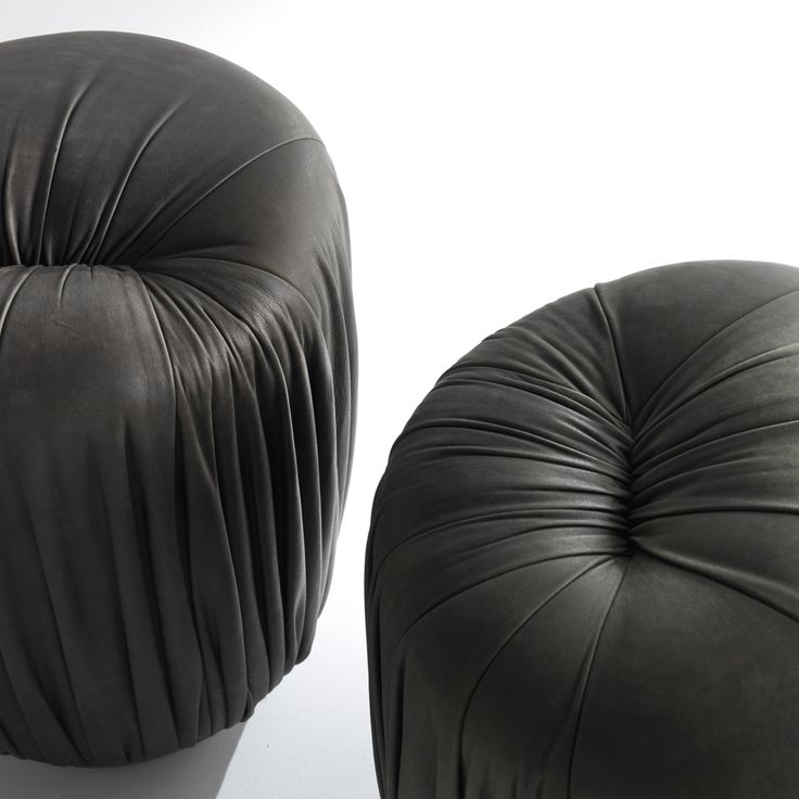 Drapé Ottomans - Elegant upholstered ottomans covered with leather and available in a round, square or rectangular shape, designed by Bartoli Design. | Laurameroni
