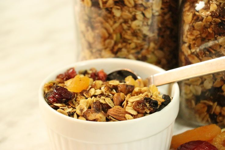 Healthy Crock-Pot Granola - http://www.forkly.com/recipes/crock-pot-healthy-granola/