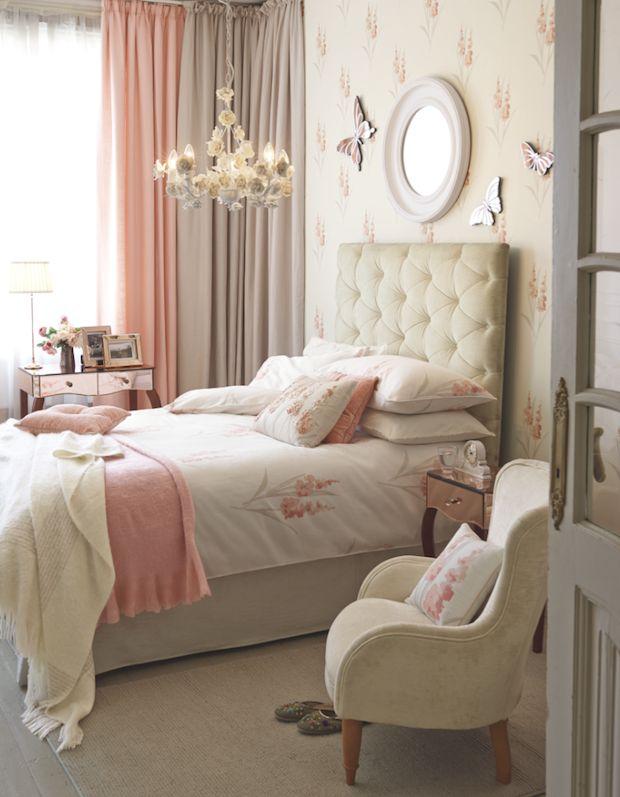 Gladioli Coral Cotton Bedlinen / Primrose Chandelier by Laura Ashley