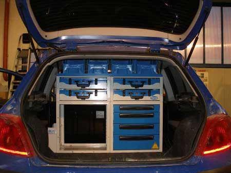 """Cassetti e valigette portautensili su Peugeot 306: ecco cosa si può fare su un """"furgone"""" di minime dimensioni."""