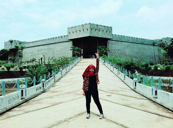 Berbekal tema kebudayaan bangsa Indonesia, area Taman Mini Indonesia Indah (TMII) akan menjadi sebuah tempat kunjungan yang menarik untuk di singgahi bersama keluarga dan buah hati. Salah satu Taman yang bertempat di kawasan Jakarta Timur.[Photo by instagram.com/animulyani54]