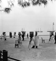 Φωτογράφοι περιμένουν πελάτες. Λήψη του πρωτοπόρου φωτορεπόρτερ Paul Almásy το 1937.