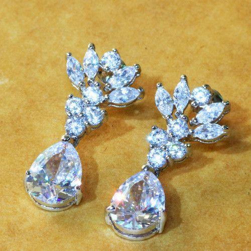 Серьги с бриллиантами 2карата серебро 925 Чистота бриллианта: VVS1   Цвет бриллианта: H Вес: 2 карат    Read more: http://www.shopkong.net/index.php?route=product/product&path=66_99&product_id=357#ixzz3GJYopaBm