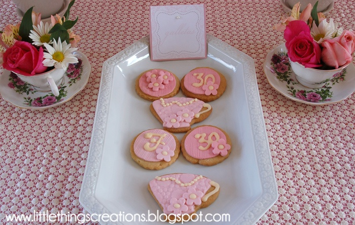 cookies by Kukis by Nana. Party by Fara Party Design. www.littlethingscreations.blogspot.com