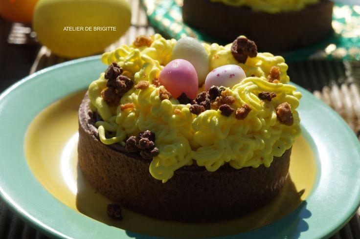 Une petite idée sympa pour votre dessert de Pâques? Je vous propose des tartelettes chocolat, fraises et vanille. Vous pourrez offrir un super et délicieux dessert à vos convives. Son côté ludique au thème de Pâques ravira les enfants (petits et grands...)...