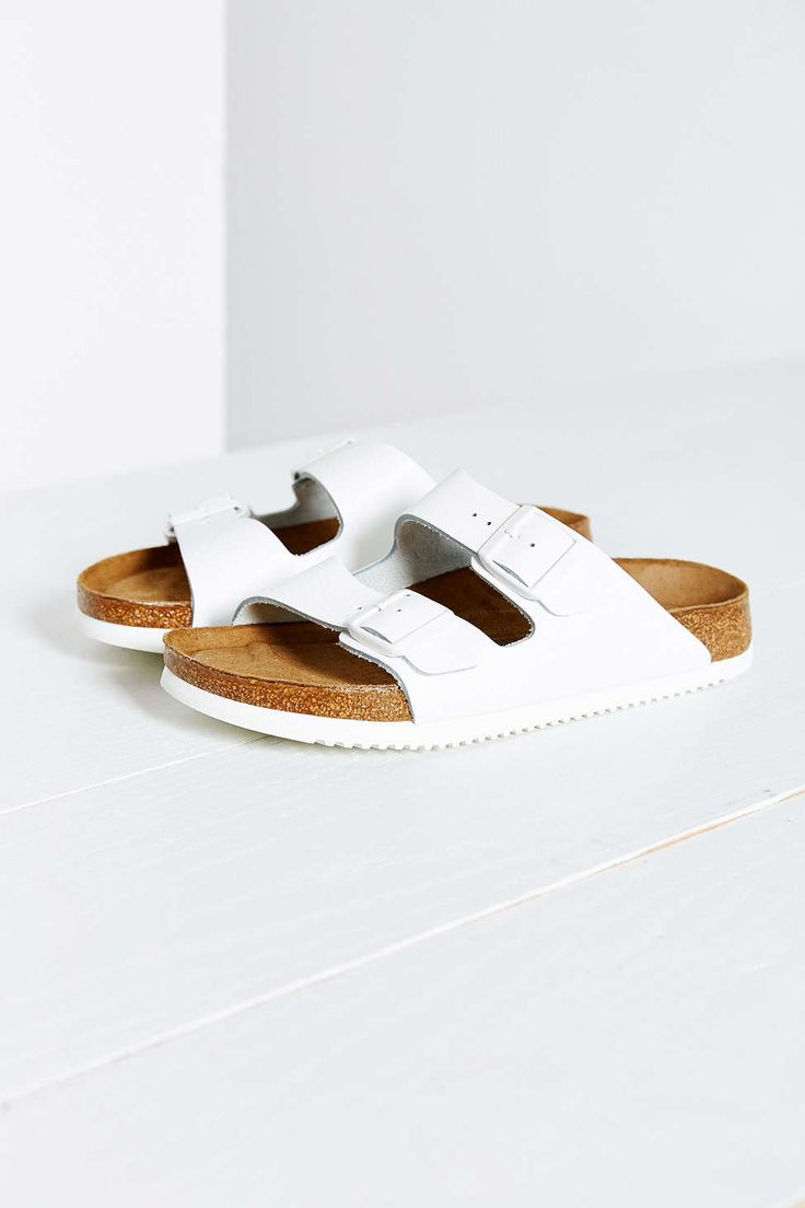 summer sandal trend: pool shoes