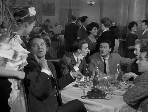 «Дайте жалобную книгу», 1964 г.  Ресторан «Одуванчик» пользовался дурной славой. В нем было грязно, готовили мерзко, персонал норовил нахамить. Журналисту Никитину и его друзьям удается помочь директору ресторана превратить «Одуванчик» в образцовое молодежное кафе.....