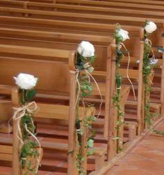 On se demande souvent si décorer ou non les bancs ou chaises de l'église et autres détails étant donné qu'il faut mettre en place cette déco et qu'il y a peut être d'autres couples qui passent avant vous devant monsieur le curé... Mais on ne parle