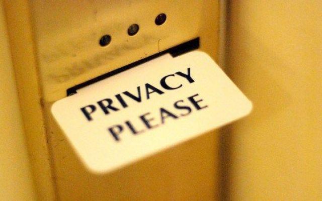 Elenchi telefonici formati con dati pescati in rete: no dal Garante privacy Il Garante ha detto un secco no ai software che pescano on line in maniera sistematica e indiscriminata dati e informazioni per realizzare elenchi telefonici. Le società che intendono costituire ques #privacy #garante #elenchitelefonici