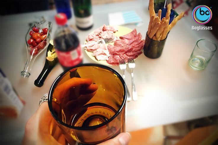 This time #happyhour means easy going dinner!! Thanks to glass vase and #bottle shaped plate by #boglasses L'aperitivo che diventa cena. Con l'aiuto di #bo, #turandot e #nabucco di #boglasses