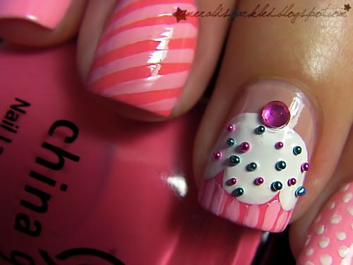 Awee. Cupcake Nail Art. I should do this for Alexia's birthdayy!