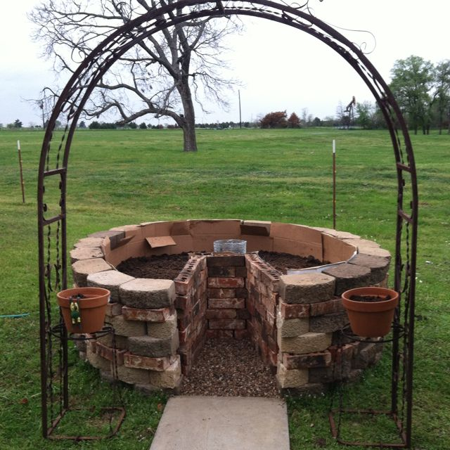 18 best images about keyhole gardening on pinterest for Keyhole garden designs