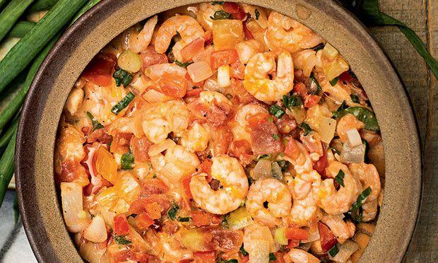 Ingredientes· 500 gramas de camarão limpo · Sal a gosto · 2 colheres (sopa) de suco de limão · 2 cebolas médias picadas · 1/4 de xícara de azeite de oliva · 2 tomates picados · 1 pimentão vermelho …