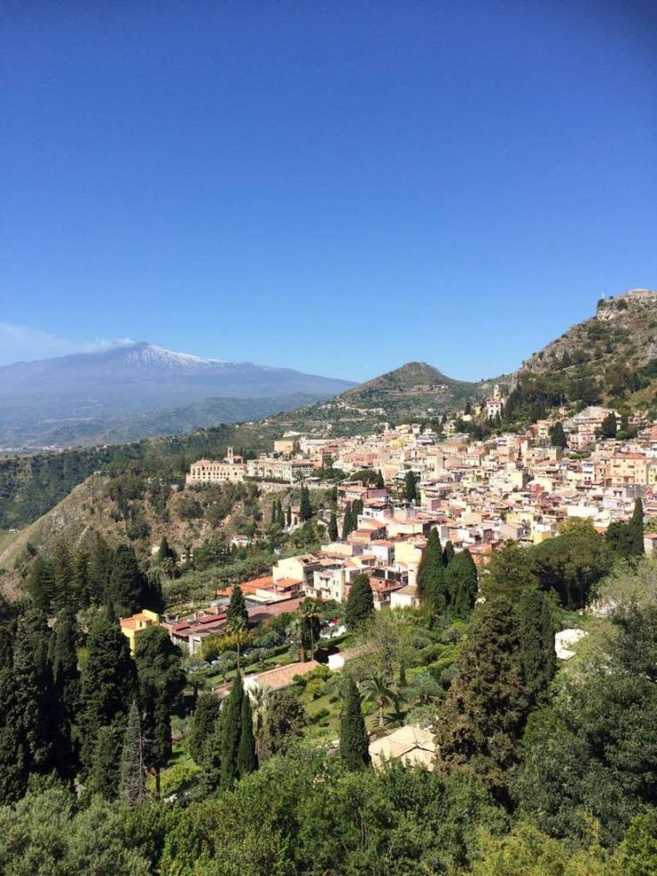 """Taormina é a cidade mais turística da Sicília. A estada aqui pode ser demasiadamente turística, como uma visita ao """"folclore"""" italiano!"""
