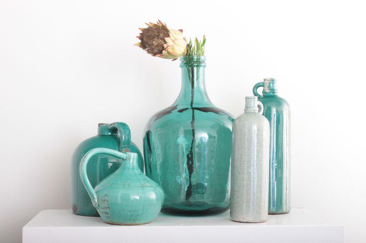Een stoere grote vaas van gerecycled glas. Mooi gecombineerd met kleine vazen in eenzelfde tint