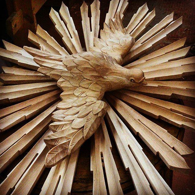 Святой Дух или сияние.#holyspirit #woodcarving#design#decor#wood#ornaments#masterpiece#carver#artwork#woodworking#woodcraft#sonyxperiarussia#carving#handmade#ручнаяработа#ornament #резьбаподереву#деревообработка#мастерство#орнамент#голубь#искусство#узор#pattern