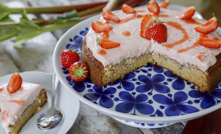 rabarber och jordgubbskaka
