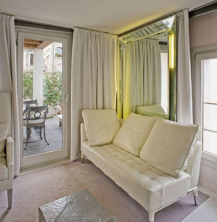 Mobilier design en blanc balcon et grand miroir lumineux for Decoration murale eclairee