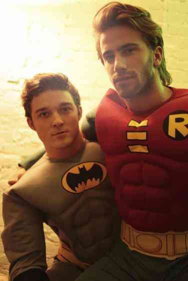 Halloween Costume Ideas for Gay Couples from Adorable to Scandalous Gay Halloween Costumes, Gay Costume, Halloween Kostüm, Men's Costumes, Halloween Cosplay, Couples Cosplay, Male Cosplay, Robin Cosplay, Batman And Robin Costumes