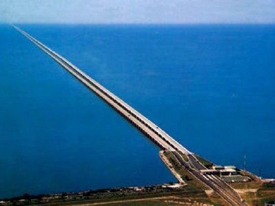 Puente de la Calzada del Lago Pontchartrain (Louisiana, Estados Unidos): Son unos 38 kilómetros que conectan Nueva Orleans y Mandeville cruzando el lago (Wikimedia Commons).