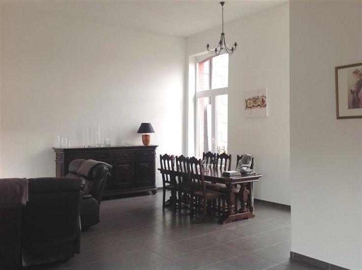 """Duplex 3 chambres avec terrasse et parking - 179.000€ - Rue Michel Body 10 B, 4460 GRÂCE-HOLLOGNE - A proximité des axes autoroutiers et de Bierset, appartement en duplex de 176 m² avec terrasse de 15 m² réalisé en 2011.  Hall d'entrée avec vestiaire, vaste séjour de 47 m² très lumineux, cuisine équipée, buanderie, 3 chambres (35-11-9 m²), espace bureau 8 m² et salle de douche.   Chauffage central gaz individuel, châssis PVC double vitrage.  Electricité conforme.  PEB : """"E"""" 386 kWh/m².an n°…"""