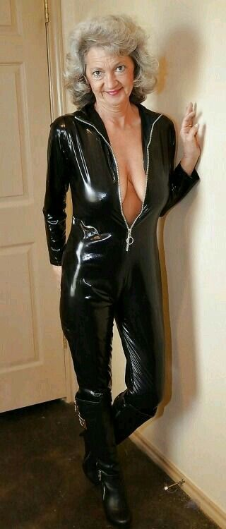 Granny in PVC. | Mature Wemon in leather