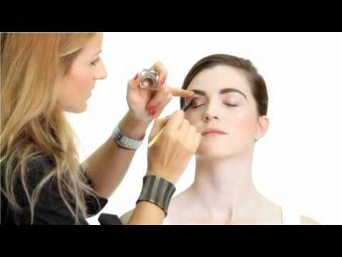 Aprende todos los secretos del maquillaje. Inscríbete en el curso de maquillaje gratis en: http://www.aprendemaquillarte.com Productos usados en el maquillaj...