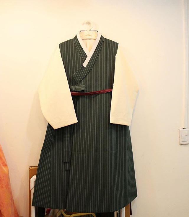 남자옷도 귀엽긔~#금의재  제품문의는 카카오톡 ID- keumuijae  or 다이렉트메세지로 해 주세요.  #한복 #생활한복 #캐주얼한복 #치마저고리 #hanbok #casualhanbok #チマチョゴリ#한복생활 #한복화보 #레이스한복 #lace  #양면치마 #레이스저고리 #한복여행 #여행한복 #면한복 #유럽여행한복 #Southkorea  #traditionalclothes #koreanfabric #koreandress #traditionaldress #traditional #Korean #style #wedding #결혼한복 #전통혼례 #화보촬영