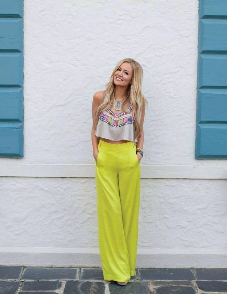 So everyone knows I am obsessed with Emily Maynard, and her outfit in this pic is why! Gosh I want to raid her closet!