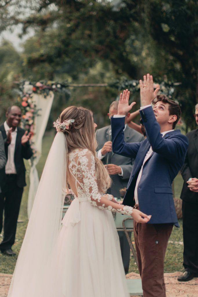 Casamento no celeiro com detalhes apaixonantes - Berries and Love #weddinghairstyles