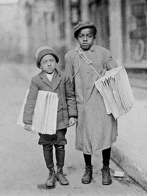 +~+~ Antique Photograph ~+~+    Newspaper boys ca. 1910.